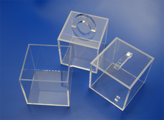 pudełka z bezbarwnej plexi