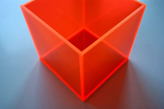 pudełko z fluorescencyjnej plexi