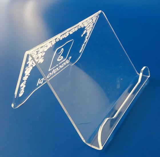 stojak na tablet z plexi z grawerem