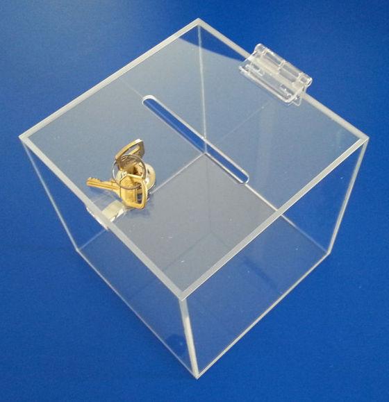 urna z bezbarwnej plexi